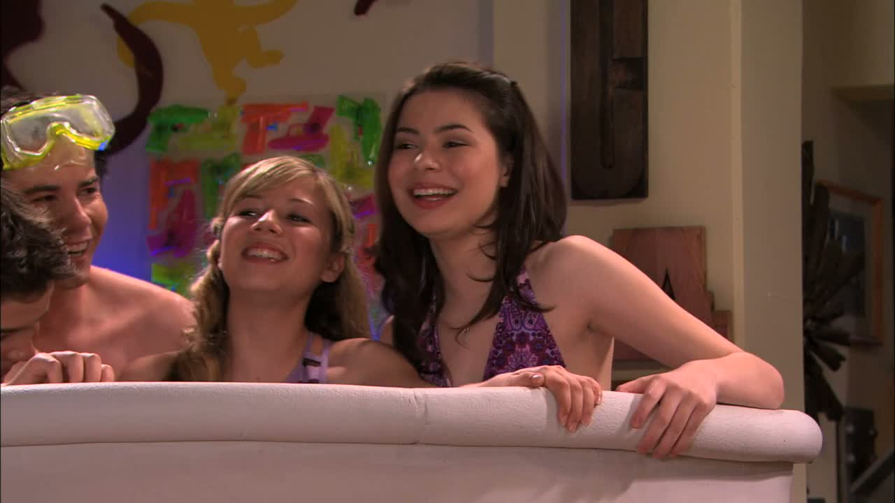 accidental-nudity-on-icarly-squirting