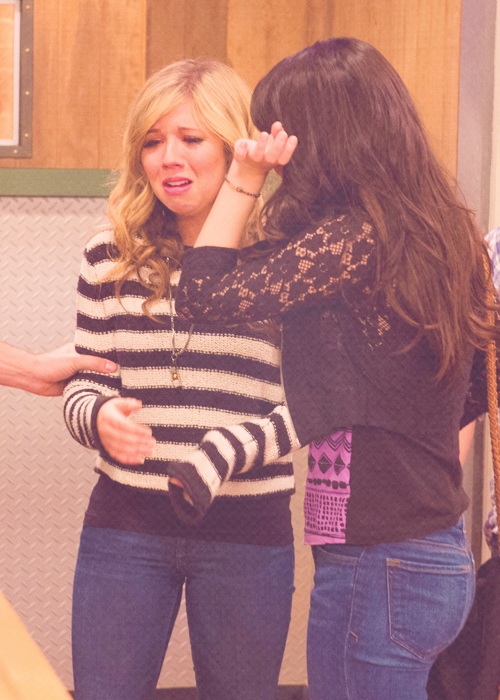 Can Icarly cast nude together seems