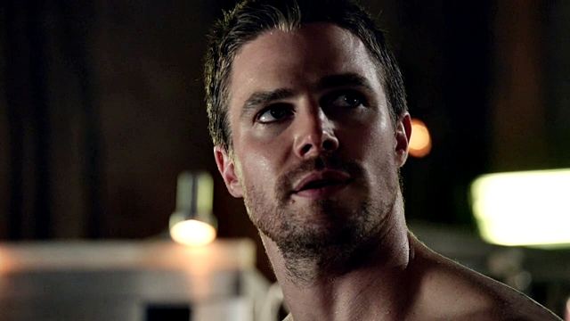 Arrow - Muse of Fire - E - Oliver Queen shirtless