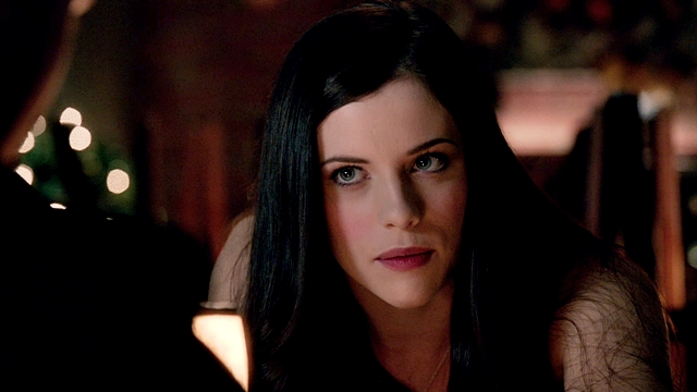 Arrow - Muse of Fire - L - Oliver Queen Helena Bertinelli GIF (10)