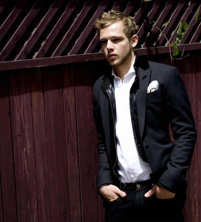 Max Thieriot - Suit (3)