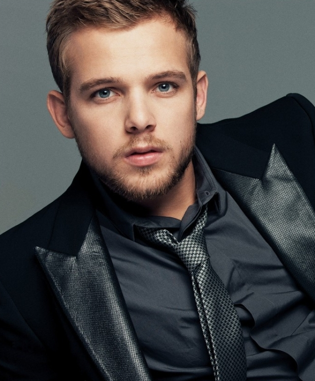 Max Thieriot - Suit (4)